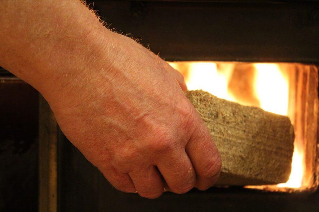 briqueta de madera